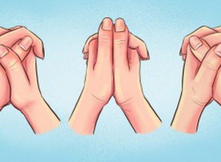 Il modo in cui incroci le dita mostra che tipo di persona sei